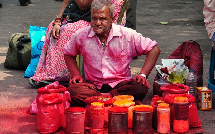 India - West Bengal - Kolkata - Street Life 96 - Colour Powder For Holi Festival